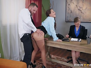 Bachelor girl Mac pang her new boss at the office to get the job