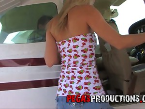 Experimental sex with na�ve partial to sex blonde Candy Kiss by means of the flight