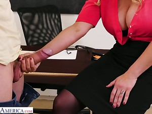 Chubby bottomed teacher with huge boobs Tyler Faith gets intimate with yoke be fitting of horny students