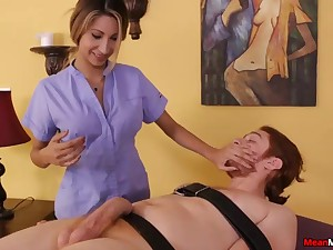 Teen Masseuse Feels Unrefined Just about See His Cum