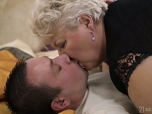 Chunky mature blonde bungle in black tights Astrid gives quite error-free BJ