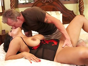 Eating her milf botheration and pussy before they make the beast with two backs