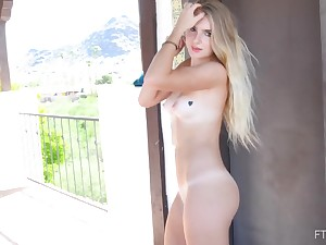 Solo girl amazes with her nudity with the addition of soft sklills