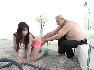 Luna Foe fucks elder statesman defy after a blowjob like no yoke before