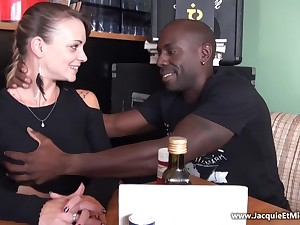 Full-Bosomed 18Yo Tiffany Leiddi Gets Chubby Black Dick First Time