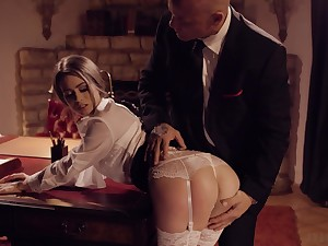 Young secretary in stockings Jill Kassidy seduces married big wheel increased by bangs him on the table